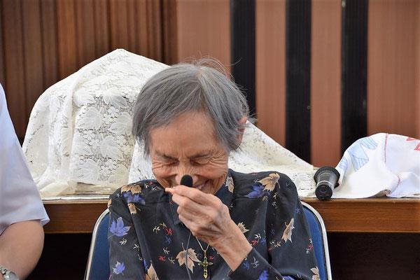 2016年8月の平和聖日、礼拝後に戦争中の体験をインタビューで伺った。光子さん、堅かった表情もさいごはこの笑顔。