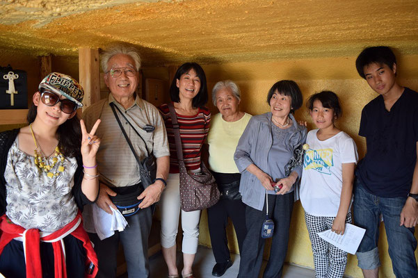 2015年8月、旭東教会の納骨堂の中の珍しい一枚。S家とご一緒しました。
