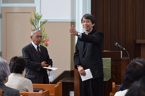 2015年11月22日、関田寛雄先生を旭東教会に迎えた。礼拝報告時、関田先生、このあと少し、寅さん節!