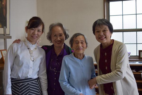 間もなく、弘美さんが「bye-byeー」と言って教会を後にされるところ。