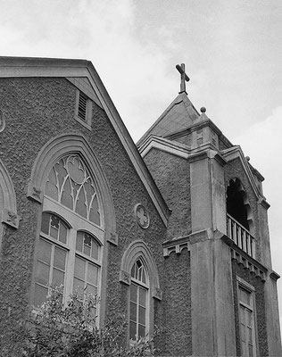 洋風モルタル塗装の教会堂。京都の平安教会(烏丸三条会堂)をモデルとして建てられた。