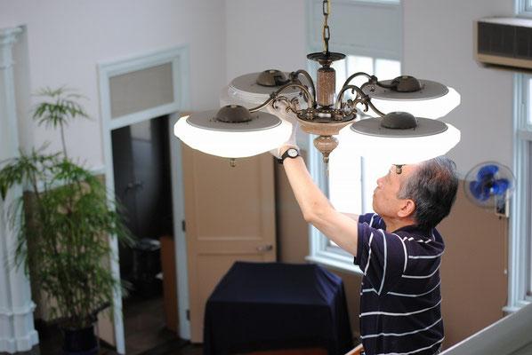 2015年9月頃、旭東電工さんかと見間違う泰さんの電灯取り替え