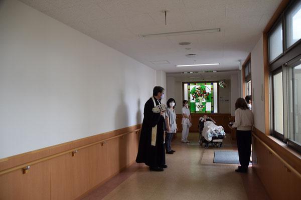 2020年6月26日(金)午前 望さんの洗礼式のために、国立病院機構南岡山医療センターにて 望さんがストレッチャーで来られました