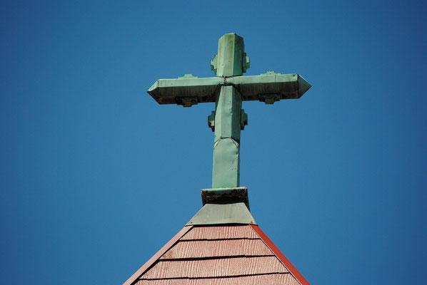 旭東教会の1923年・大正12年献堂の時から、礼拝堂の上にある歴史的な十字架です。