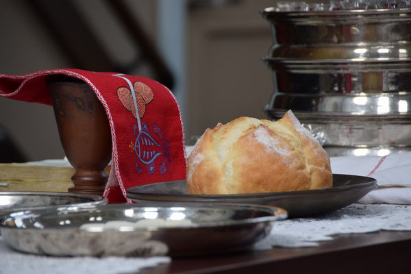 2018年10月7日(日)は世界聖餐日・世界宣教の日でした。聖餐式が始まり、聖餐卓のパンが目に入るようになりました。