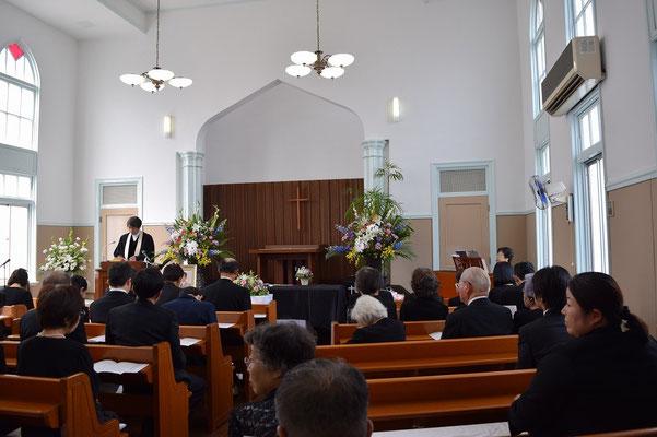 一成さんの告別式が執り行われた2015年9月の礼拝堂 間もなく開式という頃