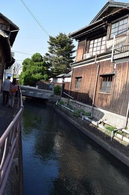 【西大寺の町並みシーズ(その6-2 )】西大寺を静かに流れる、「西川」。教会近くを流れていて、これに沿って歩くと何ともこころ落ち着く気分になる。そして近道でお買い物へ。