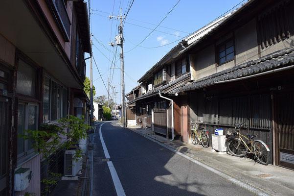 【西大寺の町並みシリーズ(その19)】西大寺の町にはこんな通りが探してみるとまだまだ見つかります。教会の長老が育った付近の町並み。