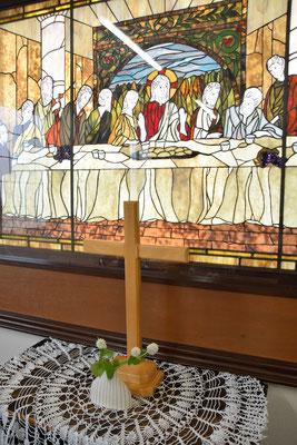 安佐子さんのお母さまがご自宅のお庭から持って来て下さったお花が飾られたこのお部屋で、まきばカフェがあります。