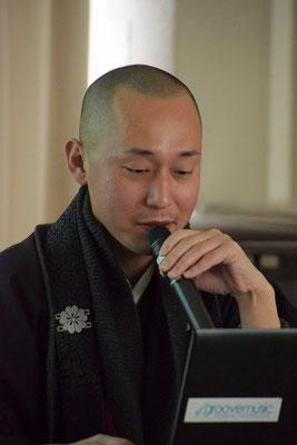 宮本龍門住職、パソコンも上手に使われて、わかりやすいお話をして下さいました。