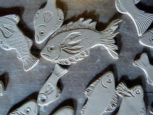 Marie-Anne Guillemain - petits poissons -  porcelaine