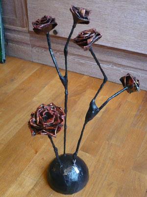 Eve Tésorio - fleurs en papier maché et carton -