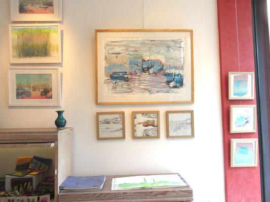 Sarah Wiame - Le port, 60x80cm, Collages, sérigraphies, encres, pastels huile, mine de plomb, aquarelle... en dessous , 3 petits 20x20 cm-  Les marais, 20x20cm, mine de plomb- Port, 20x20cm, collage, impression, sérigraphie...Les roseaux, 20x20cm, mine de