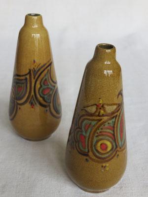 Darya Alishah- céramique -vase haut et étroit