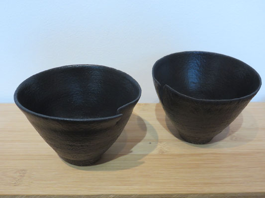 Sophie Gallé-Soas - bols noir mat  avec fente - grès