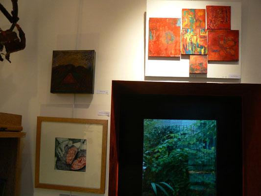 """6 petites peintures de Anju  Chaudhuri / peinture  """"désert """" : Patrick Outil / gravure """" le choux rouge : Constance des Mazery"""