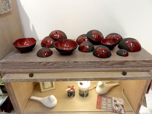 Céramiques en grès de Sophie Gallé-Soas : bols rouge gorge - Deux  oiseaux en céramique de TOOTOO