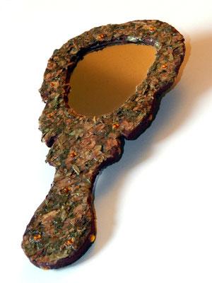 Eve Tésorio - miroir à main - ( feuilles de roses séchées et broyées  )