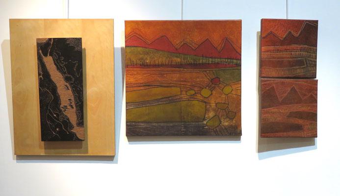 A gauche plaque de Linogravure encrée de Michelle boucard - A droite : 2 peintures de Agathe De Philippi