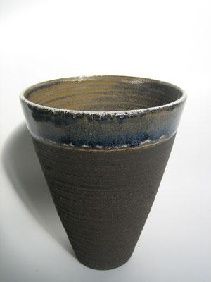 Francine Herbillon - grès noir chamotte - tourné et émaillé à la main - 2 applications d'émail - 2 cuissons - vase
