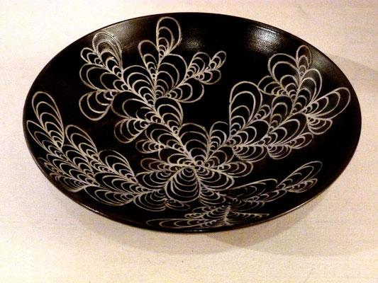 Coupe aux moules - Grès noir, incustations de porcelaine, émail - diamètre 29 cm - H 9 cm