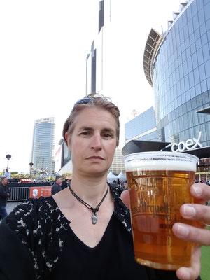 Immer noch, mit Bier