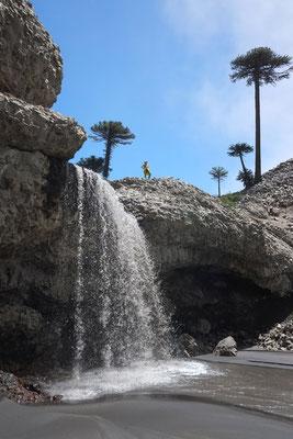 Schwarzer Wasserfall bei Caviahue