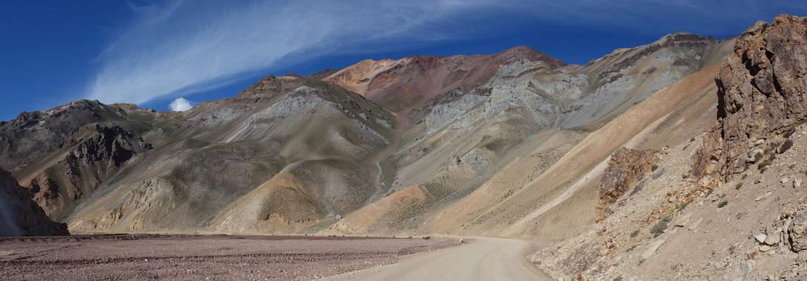 Bunte Landschaft am Paso Aguas Negras
