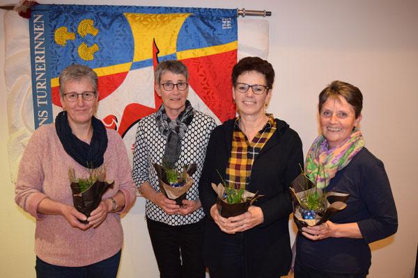 30 Jahre Vereinstreue: Luzia Britschgi, Veronika Wagner, Lydia Mathis, (Monika Scheuber fehlt). 40 Jahre Treue: Martha Röthlin