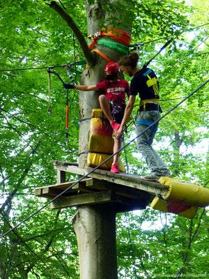 Josh hilft beim umsichern in 9 Meter Höhe