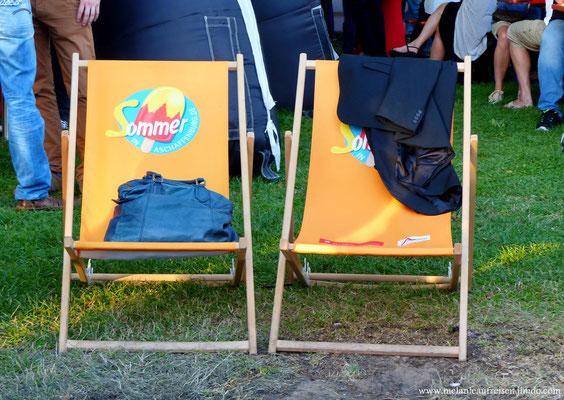 Sommer in Aschaffenburg - gemütliche Stühle laden zum Verweilen ein
