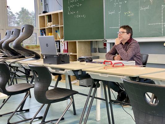 Mathematiklehrer Karsten Schlender im Online-Unterricht. (Foto: David Pilgrim)