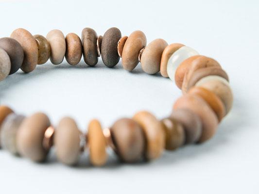 Steine aus dem Fluss Töss, ergänzt mit Labradorit, Aquamarin und Jade: «Clear Water»