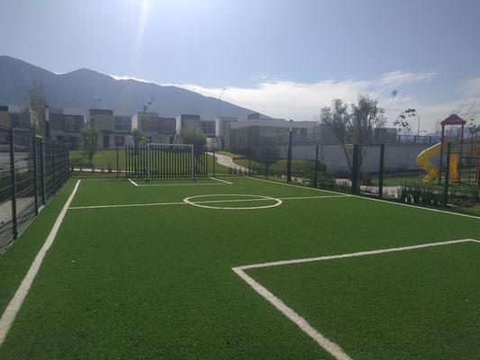 cancha deportiva con pasto sintetico de arezzo residencial dominio cumbres