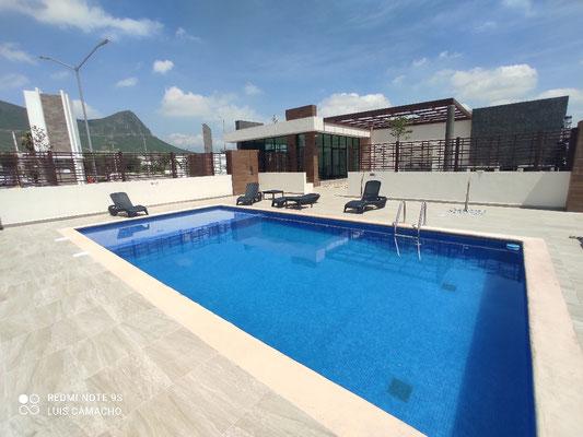Alberca y casa club de Brianzzas Residencial