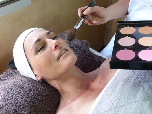 Esthéticienne Arès Iza Bien etre maquillage