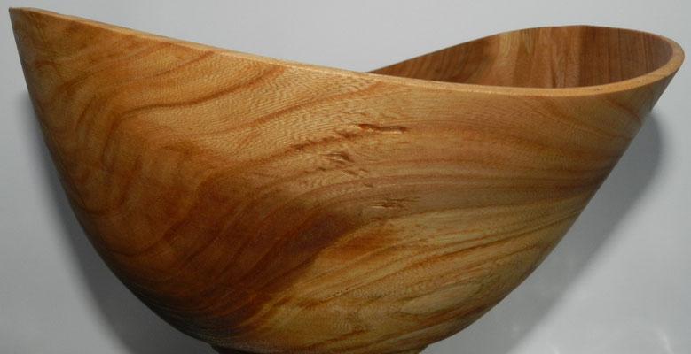 Schale 17: Goldulme  H: 110 mm,  Ø: 180 mm, Wandstärke: 3 mm