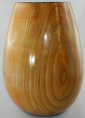 Vase 7: Esche, Ø 90-140 mm, H: 185 mm, Wandstärke: 4,5 mm