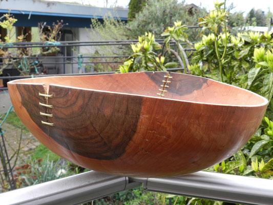 Schale 15: Nußbaum  H: 120 mm,  Ø: 350 mm,  Wandstärke: 5 mm   -  Verkauft!