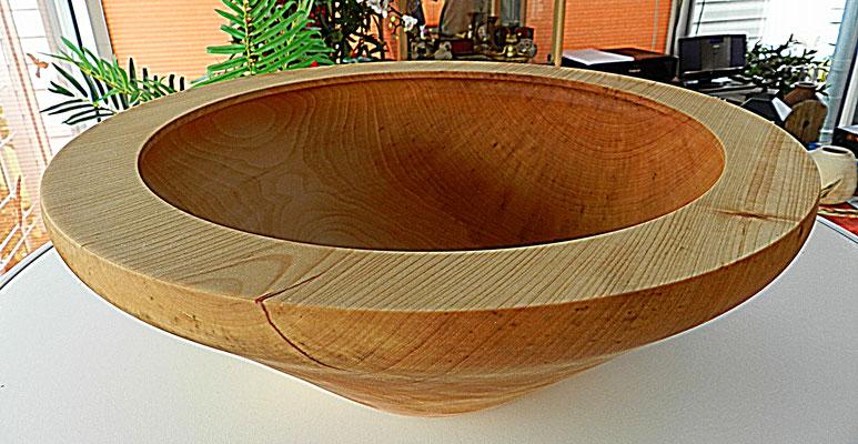 Schale 27: Lindenholz  Ø: 365 mm, H: 140 mm, Wandstärke: 10mm