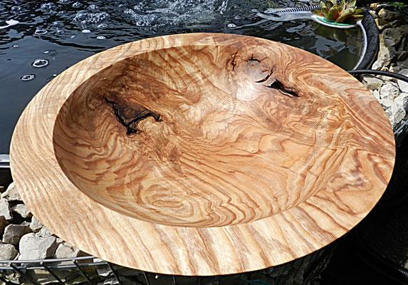 Schale 24:  Rot-Ulme Maser (Rüster)    Ø: 295 mm,    H: 80 mm, Wandstärke: 28 mm