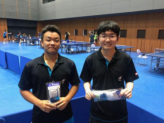 初心者の部・順位トーナメント入賞者:江橋選手、松丸選手