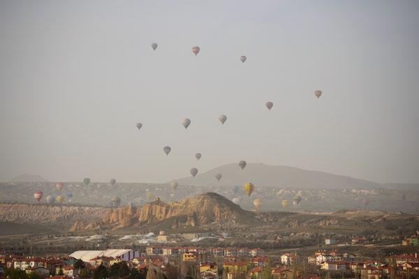 Der Touri-Renner: Ballonfahrt über der Landschaft Kappadokiens