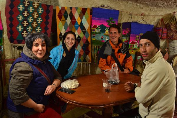 Bei einem Ausflug mit unseren Gastgebern aus Tabriz