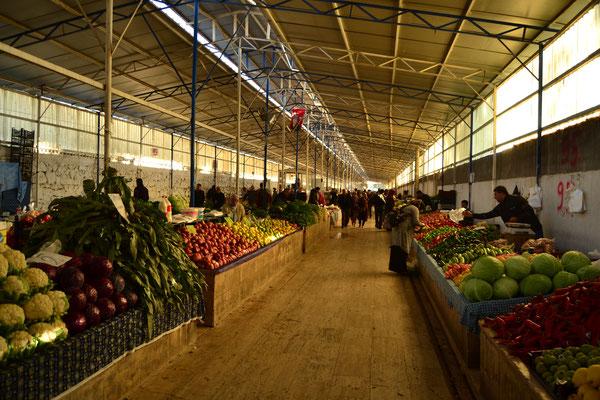 Verräterisch makelloses Obst und Gemüse auf dem Markt in Fethiye