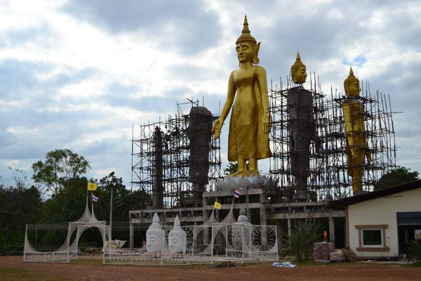 Eine buddhistische Anbetungsstätte im Aufbau