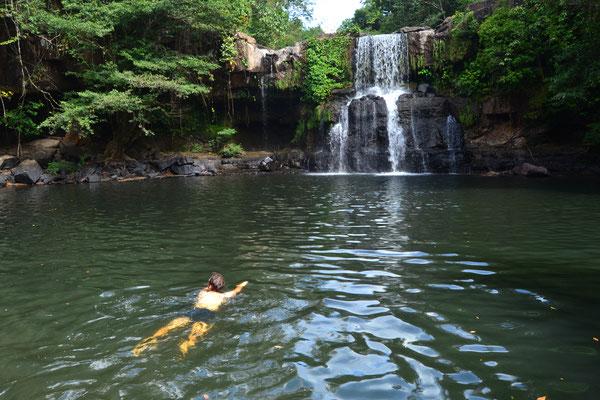Kühler als das Meer: natürlicher Pool am Wasserfall