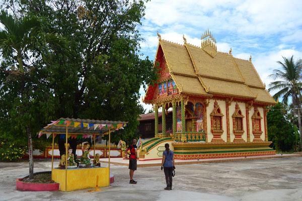 Zwischenstopp mit Hauke bei einem der zahlreichen Tempel