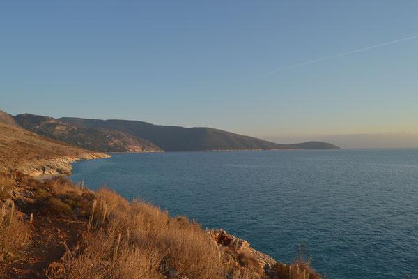 Es gibt zahlreiche einsame Buchten entlang der südlichen Küste