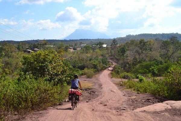 Holperpiste auf dem Weg zum Bolaven-Plateau